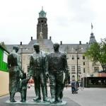 3-mannen-voor-stadhuis