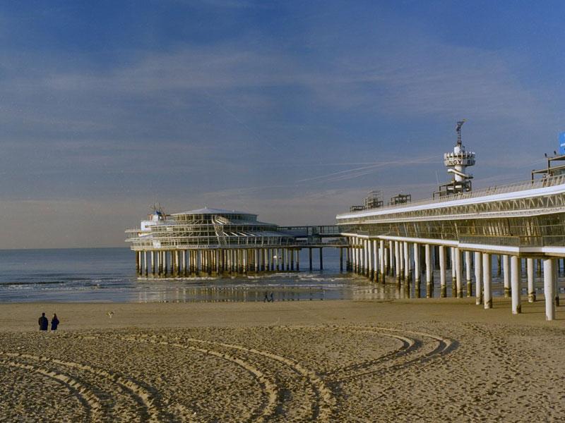 Overzicht_vanaf_het_strand_aan_de_linkerzijde_-_Scheveningen_-_20357668_-_RCE